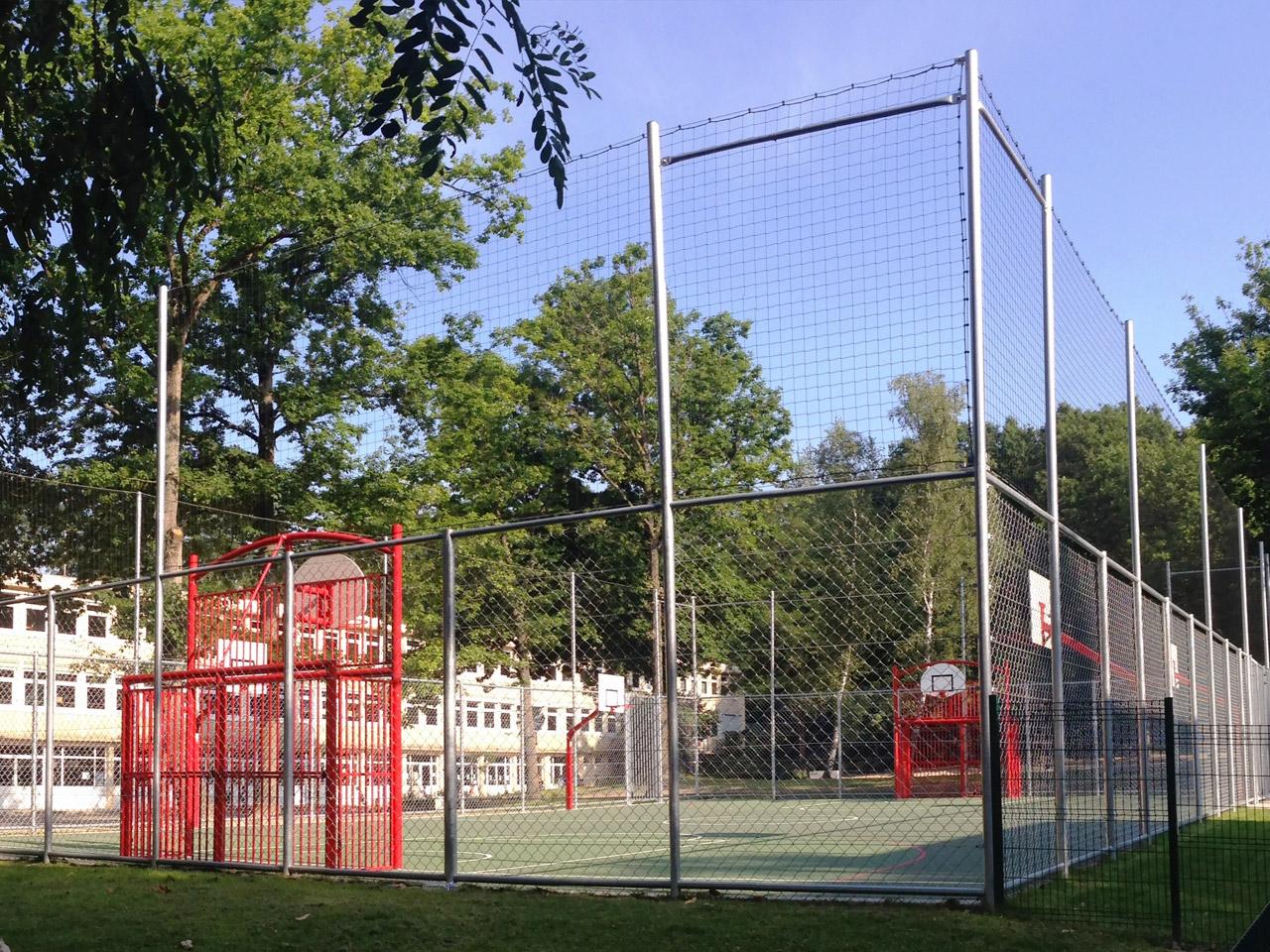 Saint Michel sur Orge 91 - Terrain Playground Hand-Basket avec rehausse pare ballons hauteur 6 m